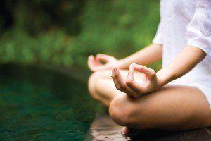La-paz-interior-a-traves-de-la-meditacion-y-el-yoga-300x200