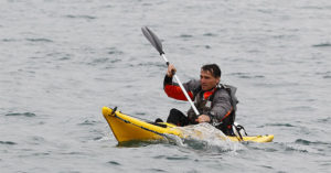 equipo-invierno-kayak-mar